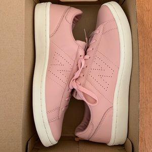 New Balance Pink Women's shoes size 9